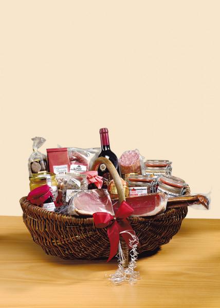 Geschenkkorb mit Schinken, Wust, Honig, Tee und Wein