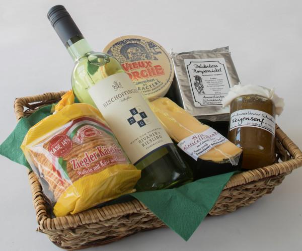 Käse-Präsentkorb Nr. 50 Käse-Geschenk mit köstlichem Gouda, französischem Camembert, Glas Feigensenf